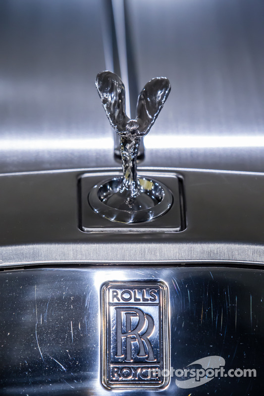 Spirit of Ecstasy sulla Rolls-Royce Phantom Drophead Coupé