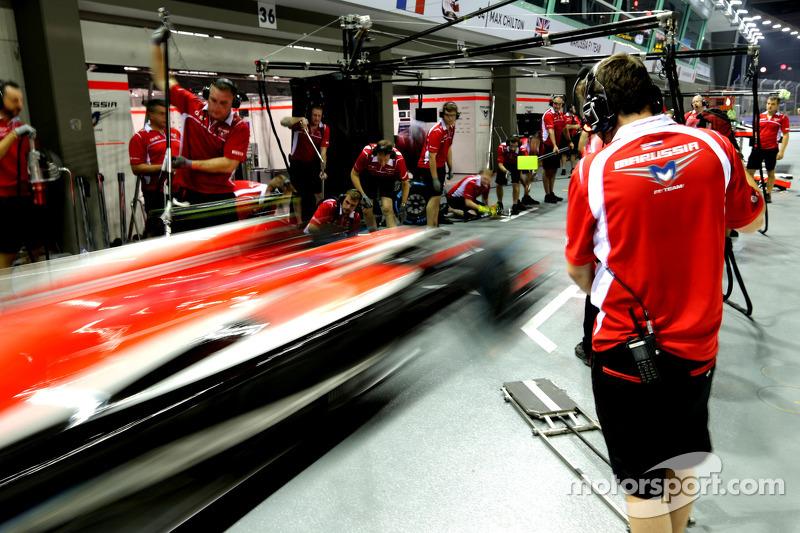Boxenstopptraining: Marussia F1 Team
