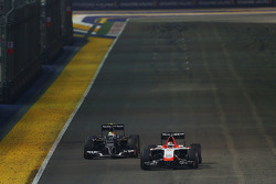 Jules Bianchi, Marussia F1 Team MR03; Esteban Gutierrez, Sauber C33