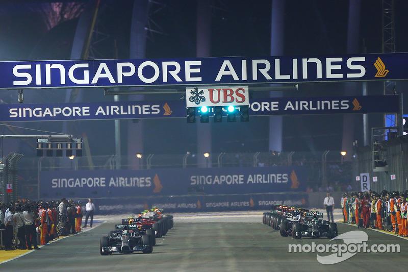 Lewis Hamilton, Mercedes AMG F1 W05  y Nico Rosberg, Mercedes AMG F1 W05 fails to
