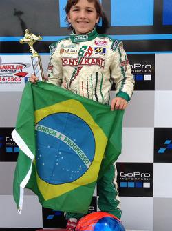 比赛获胜者 Enzo Fittipaldi