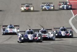 起步: #8 丰田车队,丰田TS040-Hybrid: 安东尼·戴维斯, Nicolas Lapierre, 塞巴斯蒂安·布埃米 ,领先