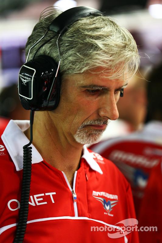 Damon Hill, Apresentador da Sky Sports com os mecânicos da Marussia F1 Team