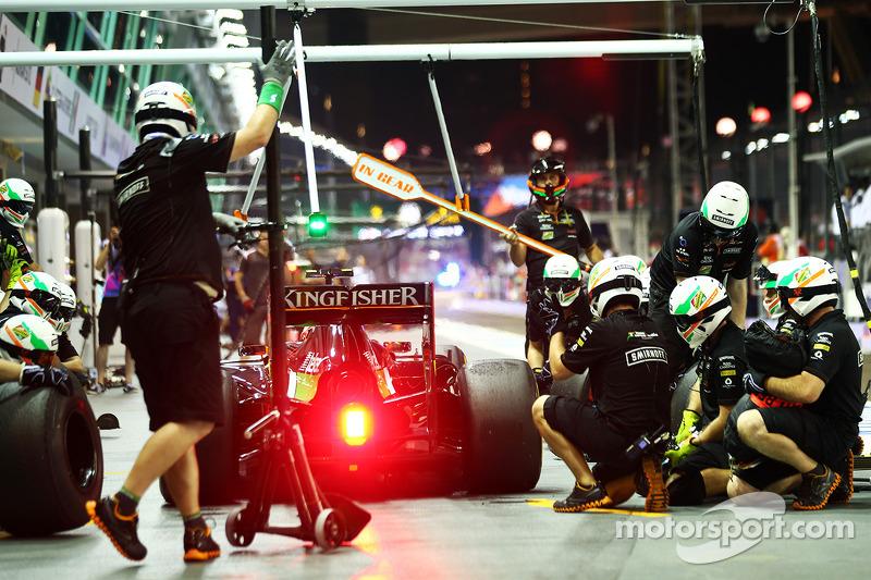 Sergio Perez, Sahara Force India F1 VJM07, effettua un pit stop