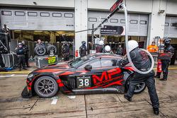 Arrêt au stand - #38 MP Motorsport AMR Aston Martin Vantage GT3: Mark Poole, Richard Abra, Joe Osborne