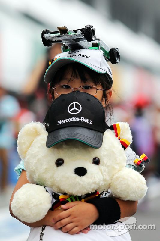 Jovem fã de Nico Rosberg, Mercedes AMG F1