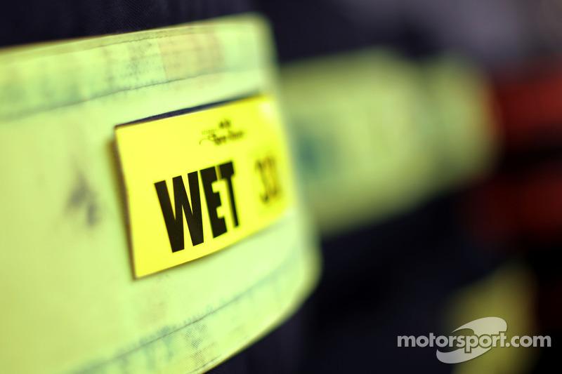 Pirelli-Regenreifen in Heizdecken