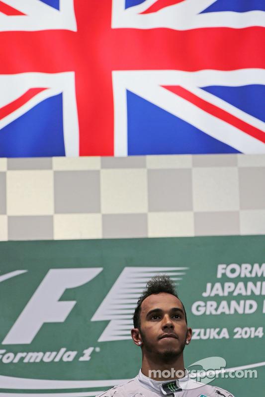 Vencedor da corrida Lewis Hamilton, Mercedes AMG F1 no pódio