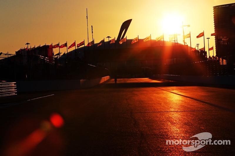 Il circuito mentre il sole tramonta