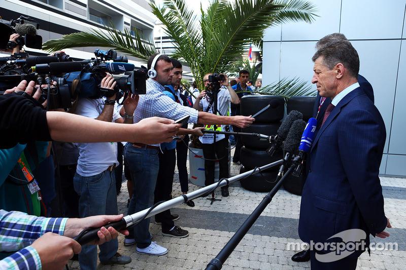 Dmitry Kozak, Rusya Başbakan Yardımcısı ve medya padokta