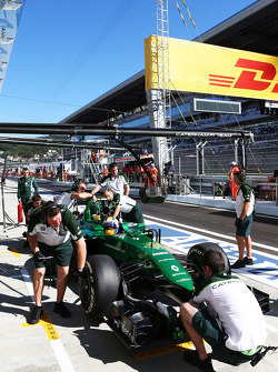 Marcus Ericsson, Caterham CT05 ai box