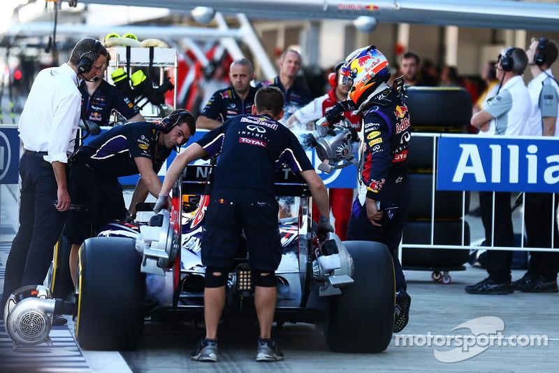 Daniel Ricciardo, Red Bull Racing RB10 kapalı parkta