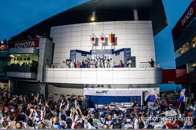 Podio: ganadores de la carrera Anthony Davidson, Sebastien Buemi, segundo lugar Alexander Wurz, Kazuki Nakajima, Stéphane Sarrazin, el tercer lugar de Mark Webber, Brendon Hartley, Timo Bernhard
