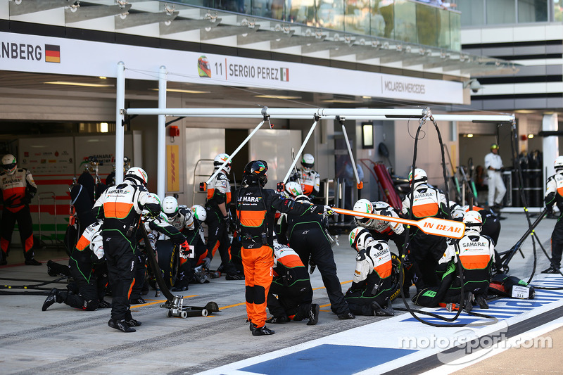 Force India pit stop