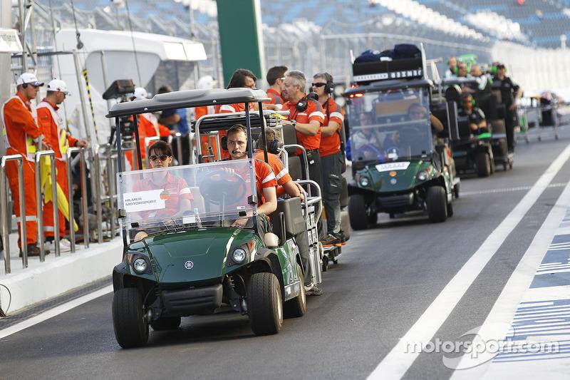 El equipo Hilmer llegar en los pits
