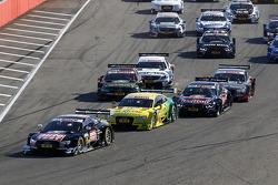 Yarışın startında, Timo Scheider, Audi Sport Takımı Phoenix Audi RS 5 DTM