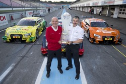 Campeón de constructores Audi - Dr. Wolfgang Ullrich, director de Audi Motorsport, Dieter Gass, director de Audi DTM