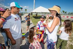 Juan Pablo Montoya con su esposa Connie Montoya y su hijo Sebastián Montoya