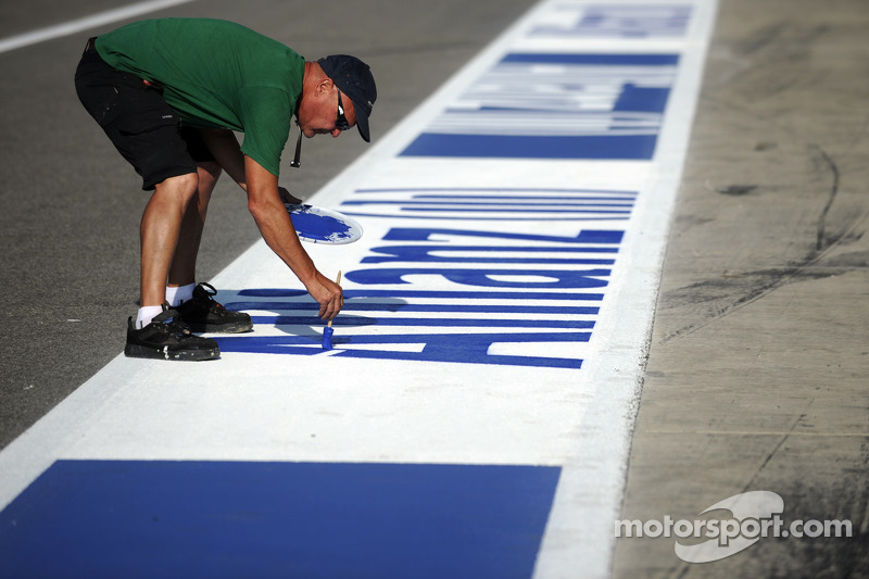Finishing touches on the pitlane