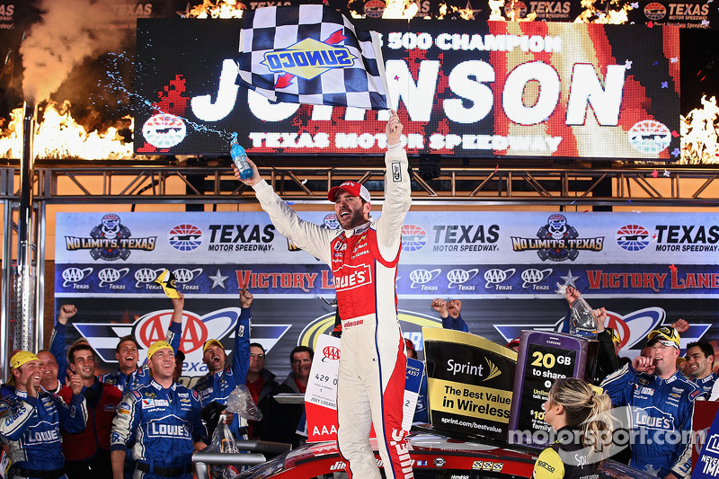 Jimmie Johnson festeggia