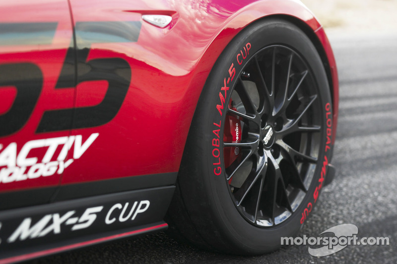 2016 Mazda Global MX-5 Cup racer