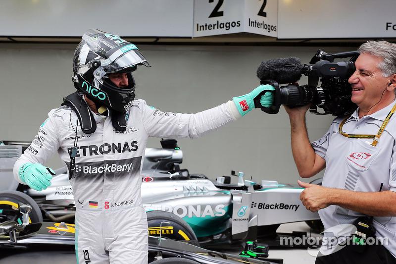 Nico Rosberg, Mercedes AMG F1 celebra his pole position en parc ferme