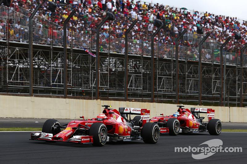 Kimi Raikkonen, lidera a  Fernando Alonso, Ferrari F14-T