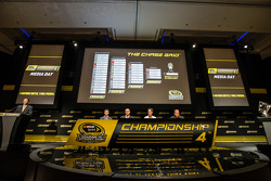 Şampiyona yarışmacıları Basın konferansı: Denny Hamlin, Joe Gibbs Racing Toyota, Kevin Harvick, Stewart-Haas Racing Chevrolet, Joey Logano, Penske Ford Takımı, Ryan Newman, Richard Childress Racing Chevrolet