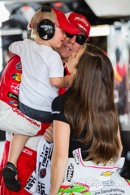 Kevin Harvick, Stewart-Haas Racing Chevrolet e Danica Patrick, Stewart-Haas Racing Chevrolet