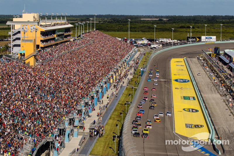 Partenza:Jeff Gordon, Hendrick Motorsports Chevrolet and Kurt Busch, Stewart-Haas Racing Chevrolet al comando