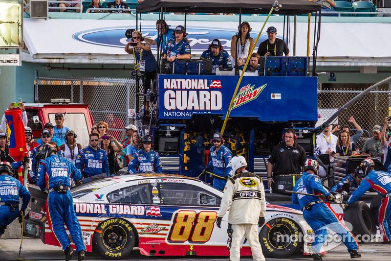 Pits, parada de  Dale Earnhardt Jr., Hendrick Motorsports Chevrolet