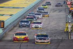 Joey Logano, Penske Ford Takımı ve Denny Hamlin, Joe Gibbs Racing Toyota piste geri dönüyorlar