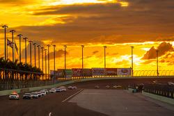 Pace car en la pista durante la bandera amarilla
