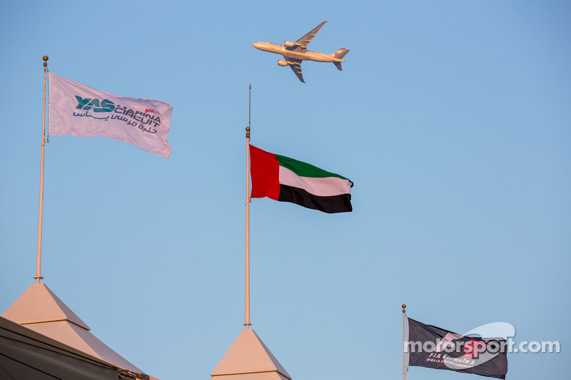 yas marina circuit flags uae flag f1 flag and an etifad airplane
