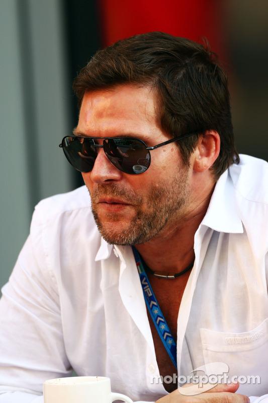 Steve Robertson, Manager pilota