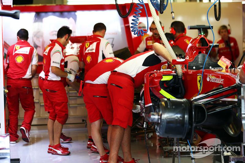 F14-T Ferrari di Fernando Alonso, Ferrari, viene messa a punto nella terza sessione di prove