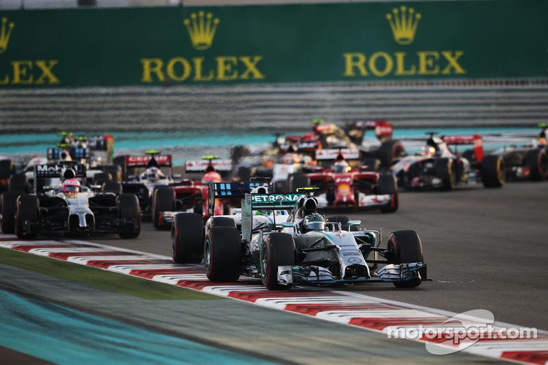 Nico Rosberg, Mercedes AMG F1 W05 en la salida de la autorera