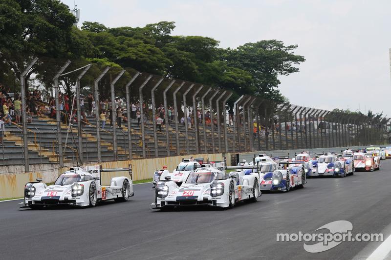 Via: #20 Porsche Team Porsche 919 Hybrid: Mark Webber, Brendon Hartley, Timo Bernhard e #14 Porsche Team Porsche 919 Hybrid: Romain Dumas, Neel Jani, Marc Lieb al comando