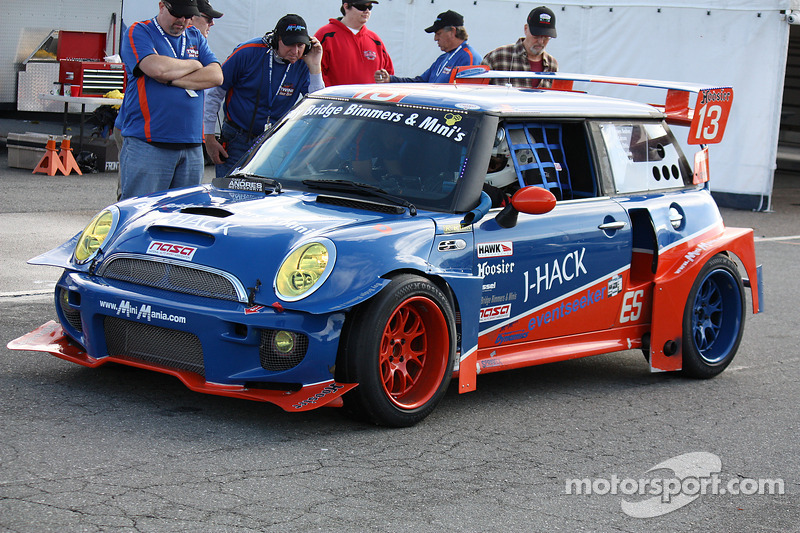 #13 TWINI Endurance Team Mini 库珀 S: Donald Racine, Jacques 和res, Tazio Ottis, Tim Wright