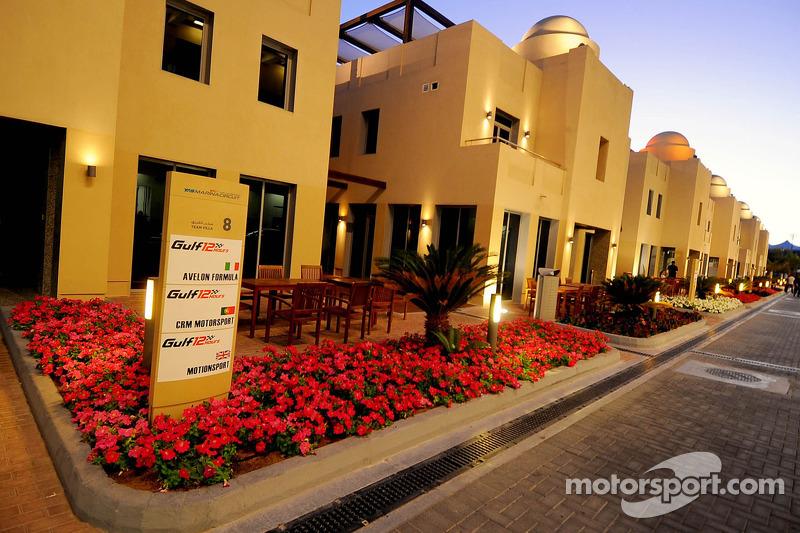 Il sole tramonta sul circuito di Yas Marina