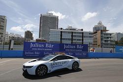 BMW elektrikli güvenlik aracı