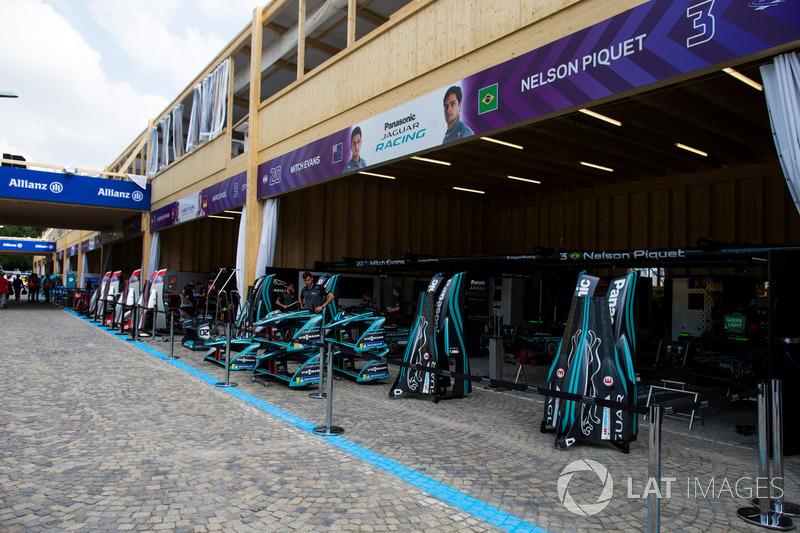 Garages of Nelson Piquet Jr., Jaguar Racing, Mitch Evans, Jaguar Racing