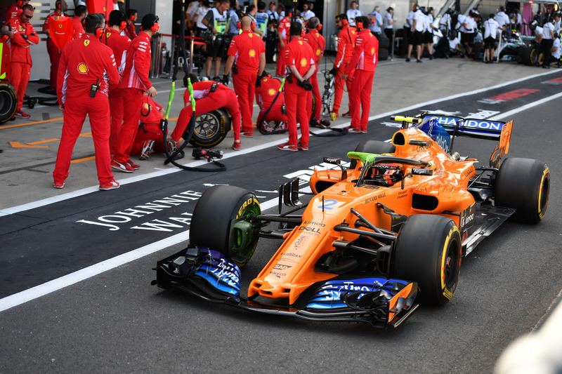 Stoffel Vandoorne, McLaren MCL33, con la vernice aerodinamica sull'halo