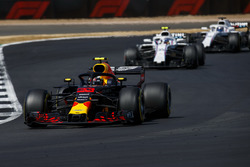 Max Verstappen, Red Bull Racing RB14, devant Sergey Sirotkin, Williams FW41, et Lance Stroll, Williams FW41