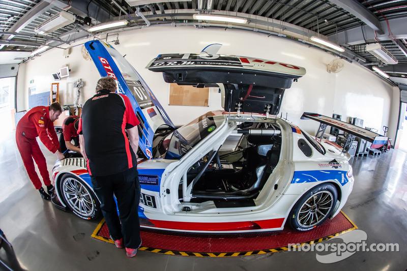 #10 GTRussian Mercedes SLS AMG GT3 saat inspeksi teknis