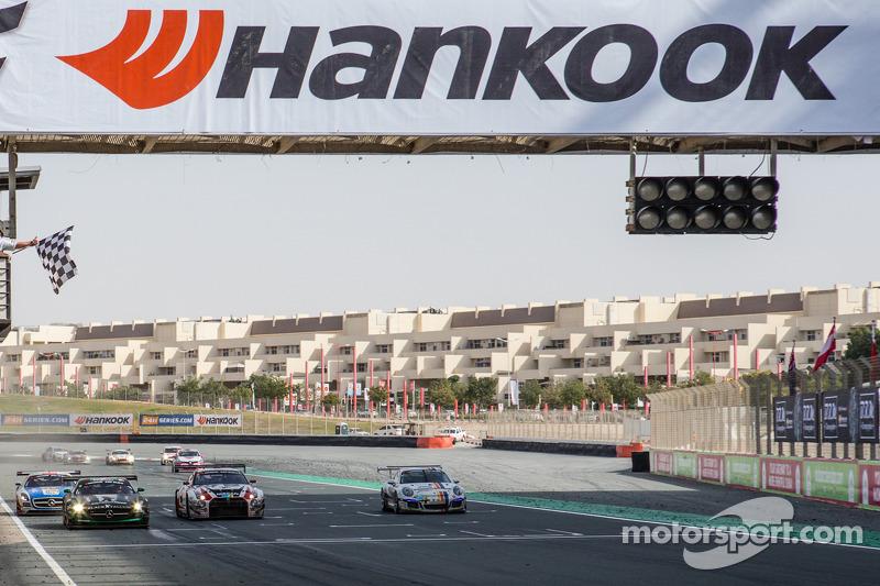 #2 Black Falcon Mercedes SLS AMG GT3: Abdulaziz Al Faisal, Hubert Haupt, Yelmer Buurman, Oliver Webb tagliano il traguardo e prendono la bandiera a scacchi