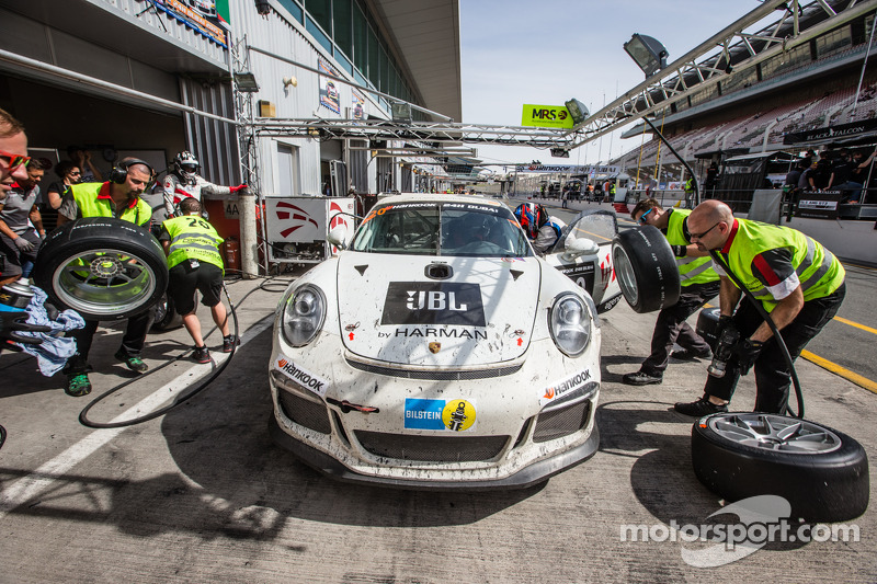 Pit stop for #20 MRS GT-Racing Porsche 991 Cup: Manuel Nicolaidis, Olivier Baharian, Thierry Blaise,