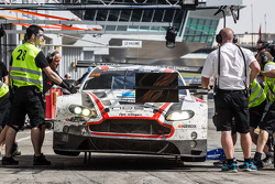Pit stop for #28 KPM Racing Aston Martin Vantage GT3: Paul White, Stefan Mücke, Jonny Adam