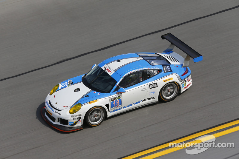 #18 Muehlner Motorsports America, Porsche 911 GT America: Marc Basseng, Matteo Beretta, Darryl O'Young, Connor de Phillippi