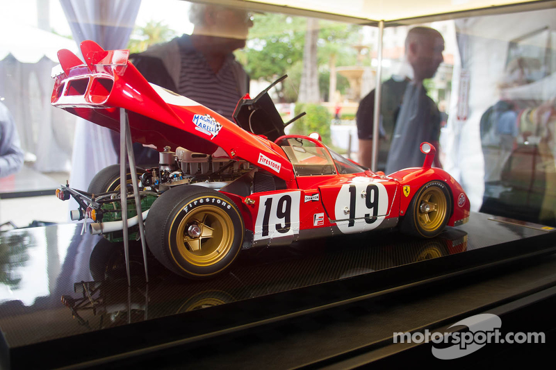 Straordinaria riproduzione di Amalgam scala 1:8 di una Ferrari  512S